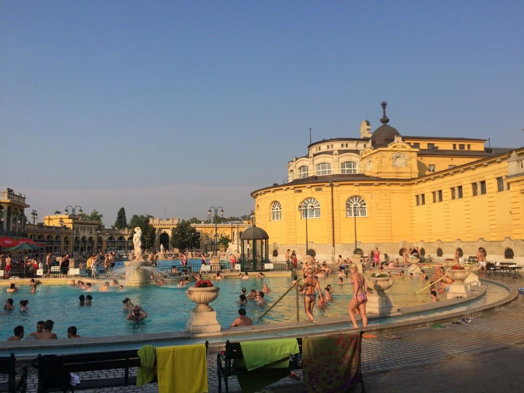 L'un des nombreux bains de la ville, ceux de Széchenyi.