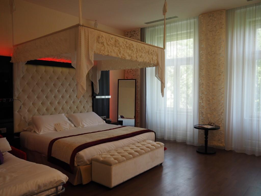 Une chambre de l'hôtel Iberostar Grand Hotel Budapest.