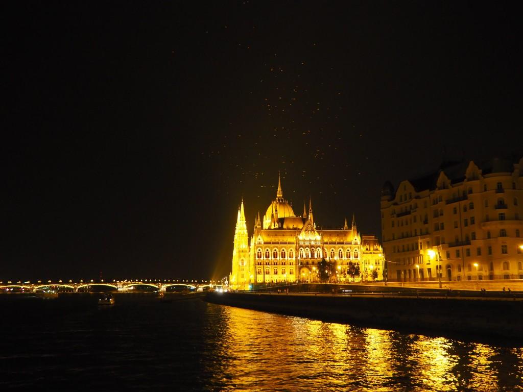 Le parlement, magnifique de nuit.