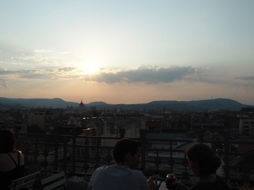 Le 360 bar offre une vue impressionnante sur la ville.
