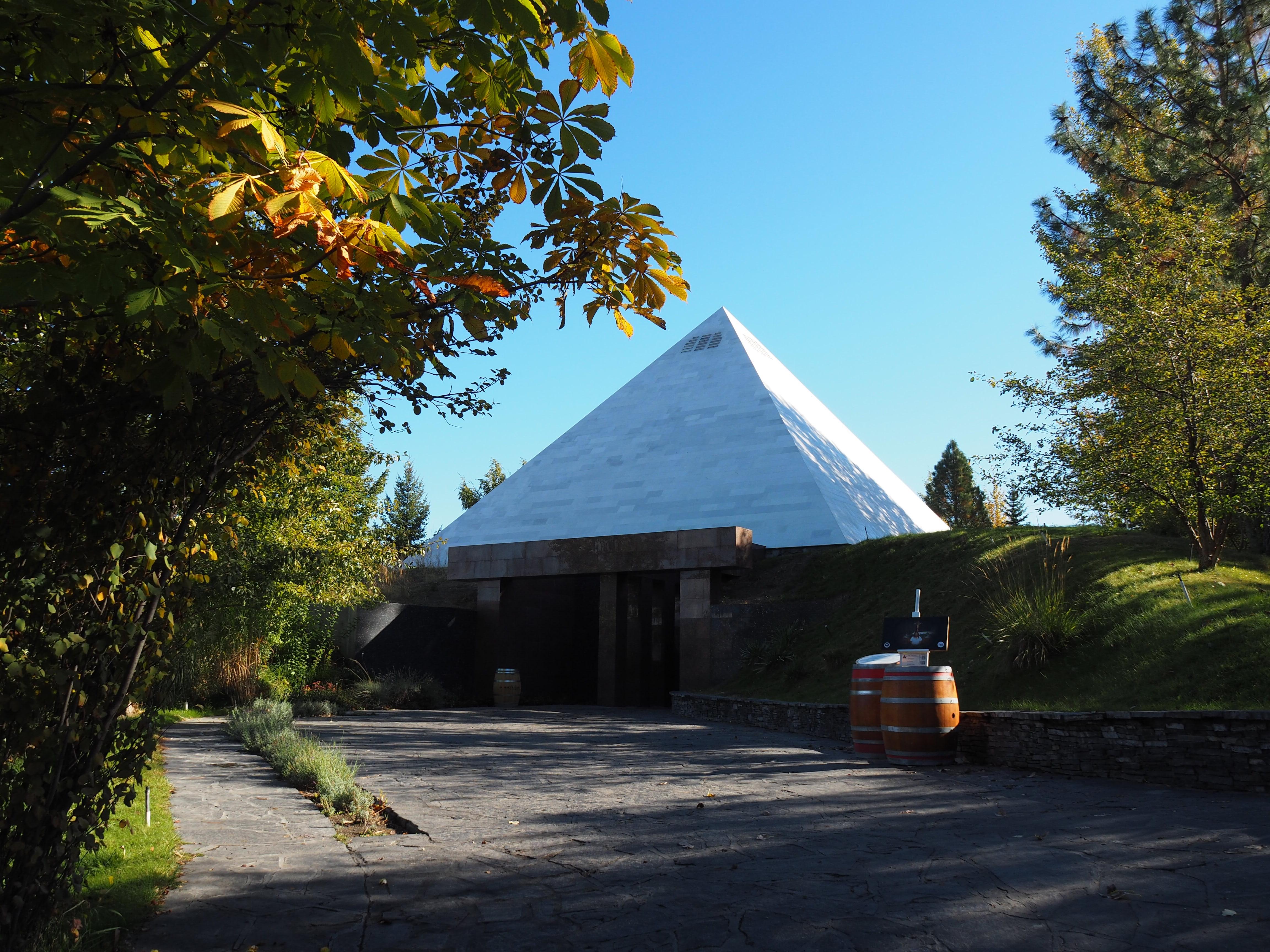 "alt=""summerhill-pyramid-winery"""