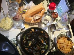 Les mythiques moules frites du restaurant Chez Léon. Photo: Marie-Julie Gagnon