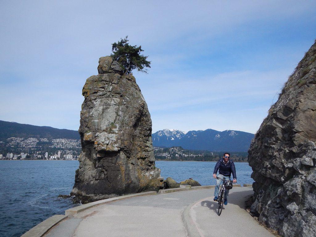 Vélo dans le Stanley Park, à Vancouver. Photo: Anne Pélouas