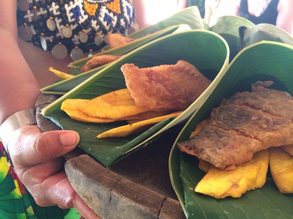 Tilapia et bananes plantain chez les Embaras. L'un de mes repas préférés du voyage!