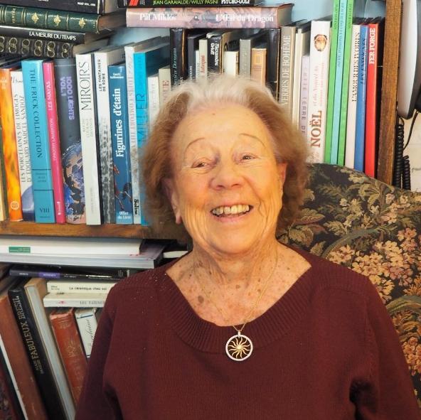 Inès, qui tient La Bouquinerie de Carouge (et m'a fait découvrir mon nouveau chocolatier préféré). Photo: Marie-Julie Gagnon.