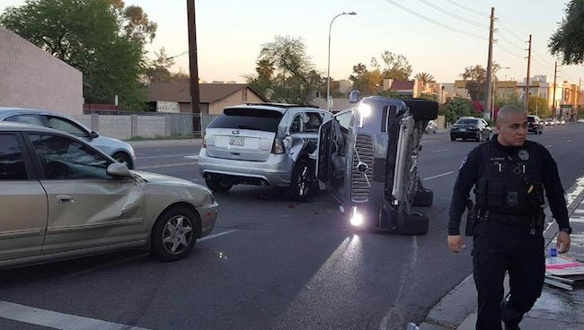 Accident d'une Volvo autonome d'Uber. Photo: Twitter frenchweb