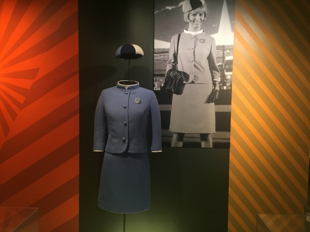 Uniforme des hôtesses d'Expo 67 par Robichaud. Photo: Claude Deschênes