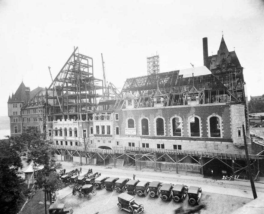 Travaux de construction de l'aile Saint-Louis du Château Frontenac, 20 juillet 1921. Photo: Archives de la Ville de Québec, N017190