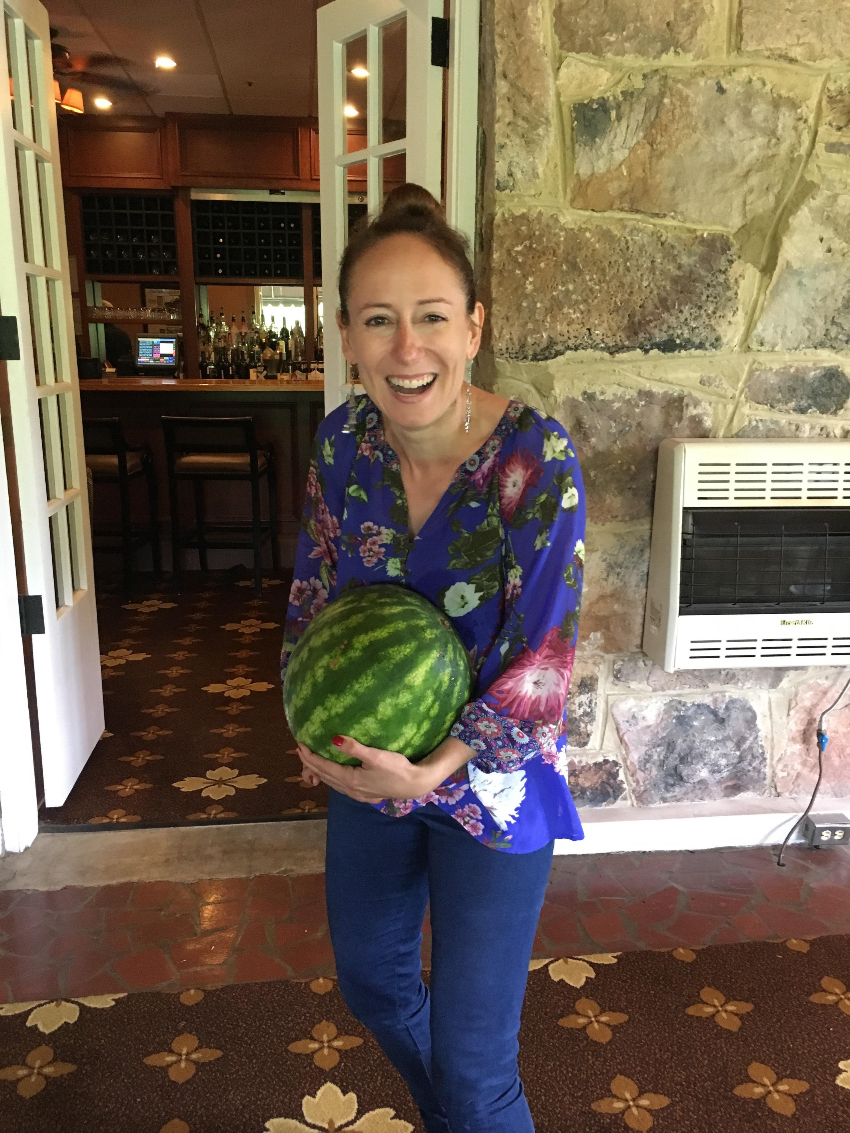 Photo: Marie-Julie Gagnon Impossible de ne pas trimballer un melon d'eau question de se mettre bien dans l'ambiance!