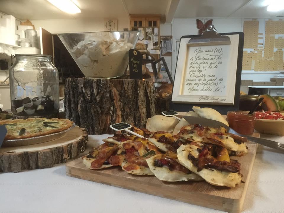 Photo: Facebook Boulangerie Bouchard, Isle-aux-coudres. Quelques délices!