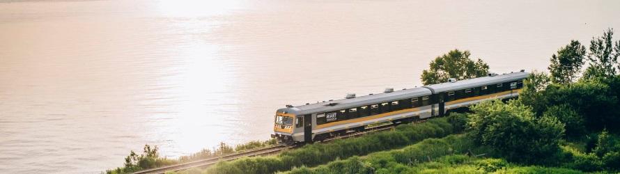 Charlevoix en train au long du fleuve