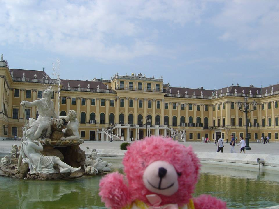 Photo: Facebook Unagi travel Peluche à Vienne