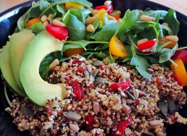 Salade de quinoa aux fruits secs. Photo: Facebook Recettes Végétaliennes