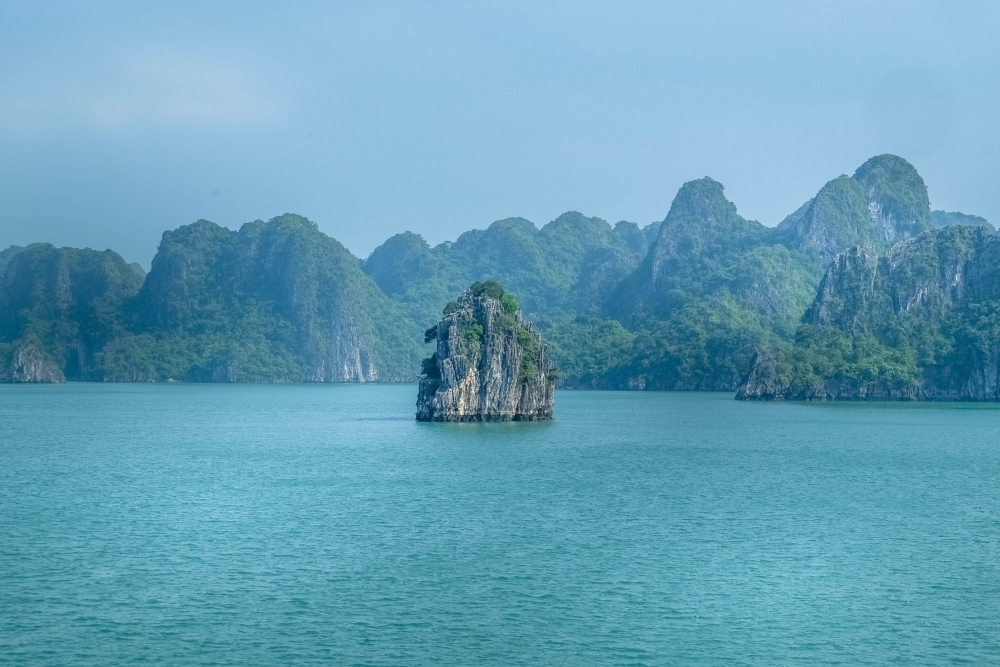 «Pour nous, la plus belle destination voyage reste la baie de Bai Tu Long au Vietnam.» Photo: entre2escales.com