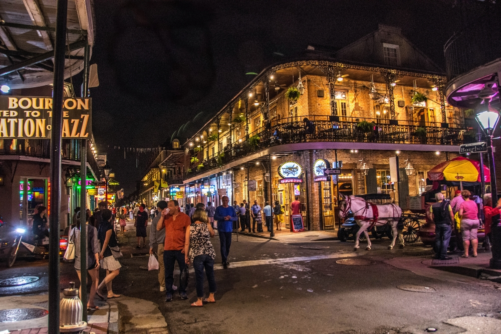 Bourbon Street, Nouvelle-Orléans. Photo: Wayne Hsieh, Flickr