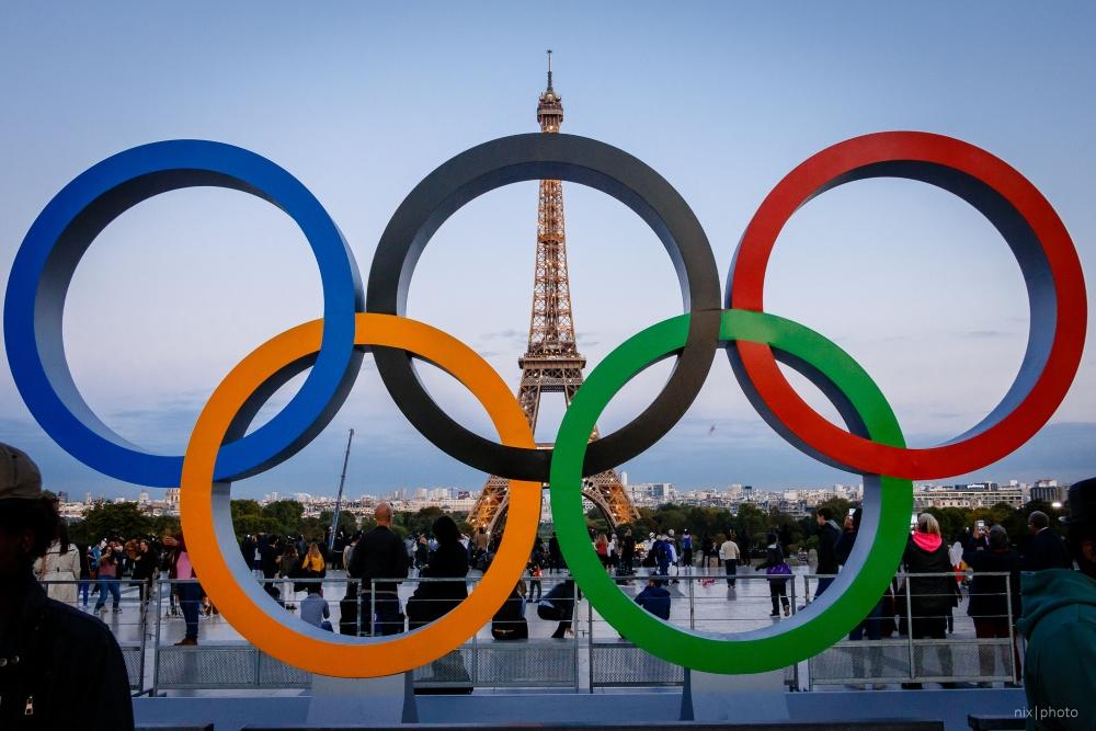 Les Français se préparent à l'arrivée des Jeux olympiques de 2024 comme en témoignent les anneaux olympiques placés sur la Place du Trocadéro-et-du-11-Novembre. Photo: Nicolas Michaud, Flickr