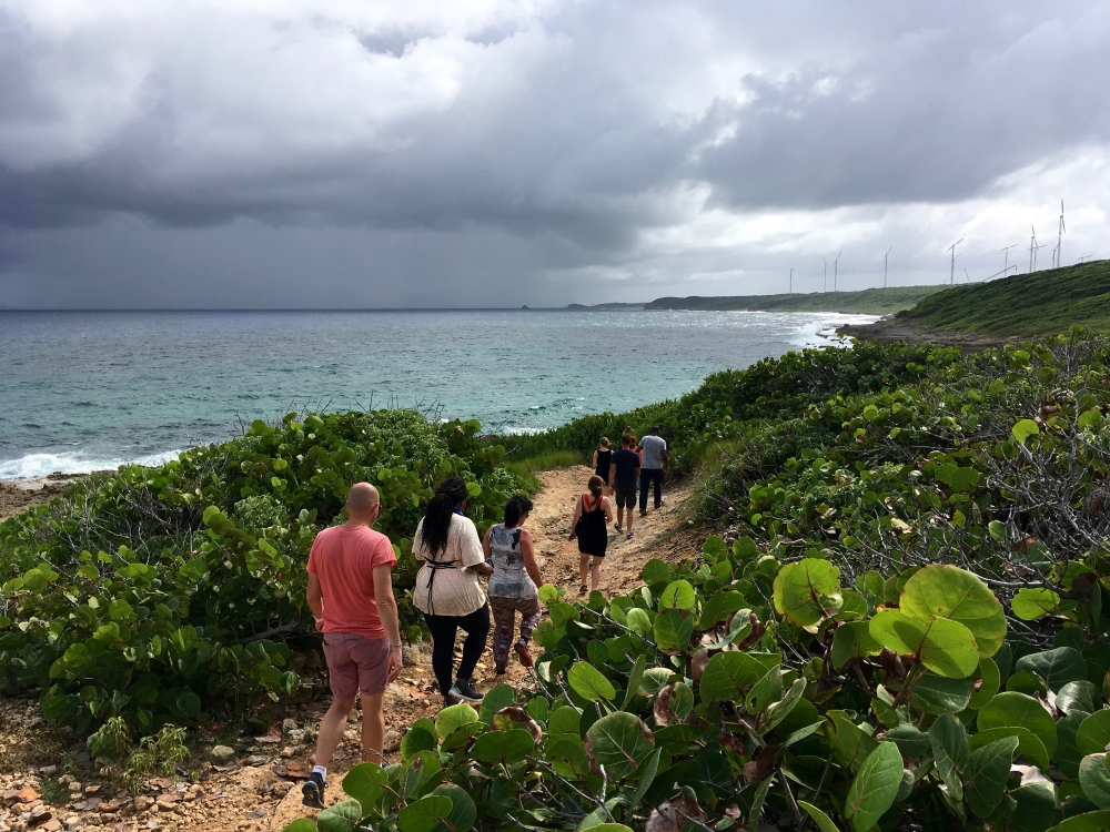 Une marche sur le littoral. Photo: Anne Pélouas
