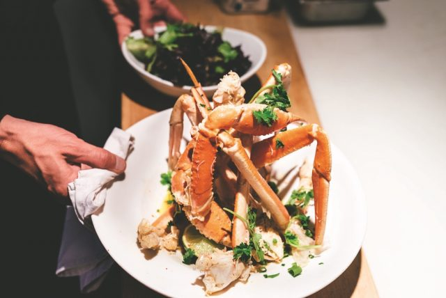Plat de crabe des neiges cuisiné par le chef Jean-Sébastien Sicard. Photo: Sophie Gagnon-Bergeron