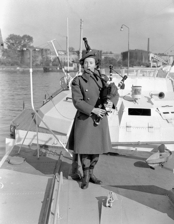 Photo:Lieutenant Barney J. Gloster.Bibliothèque et Archives Canada
