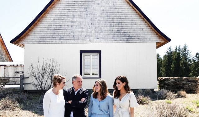 Nancie Ferron et Daniel Joannette accompagnés de leurs deux filles. Photo: Facebook La Maison Lavande