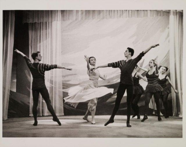 Photo: Bibliothèque de la danse Vincent-Warren. Fonds Iro Valaskakis Tembeck.Archives de la Ville de Montréal