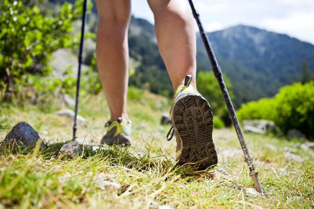 Les bâtons de marche améliorent la stabilité. Photo: Deposit