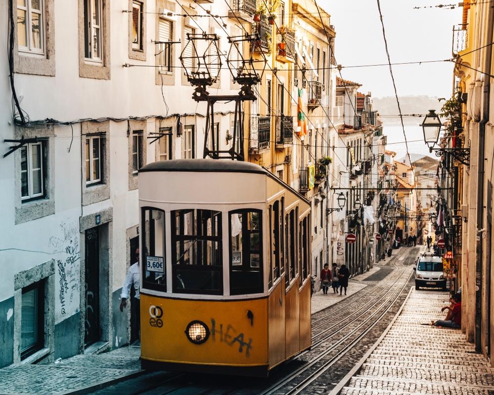 Les tramways de Lisbonne. Photo: Alfons Morales, Unsplash
