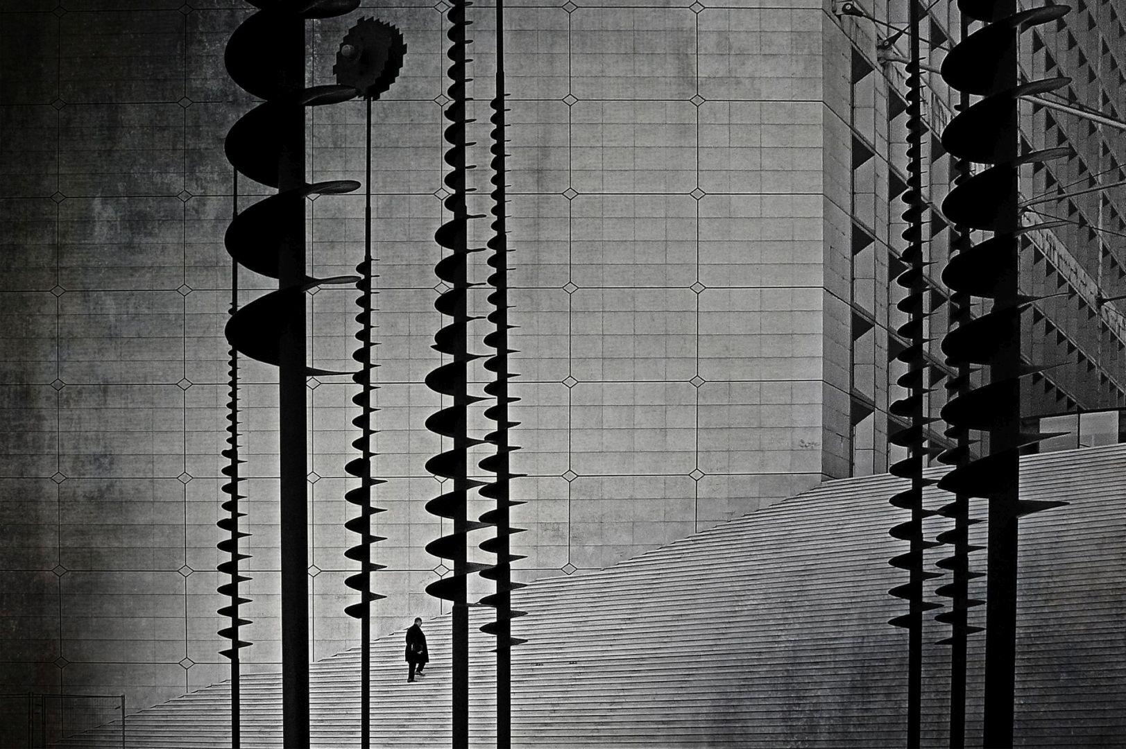 """""""Retour au boulot"""" Jean Lapointe Club de photo polarisé de l'Outaouais 2e prix thème: Escalier"""