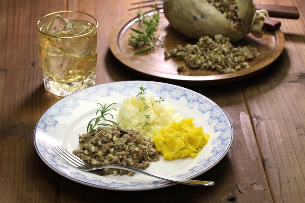 Le traditionnel haggis, servi avec une purée de pomme de terre et une purée de rutabaga. Photo: Deposit