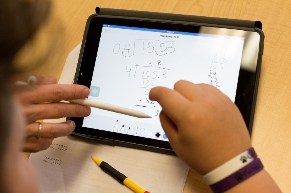 De plus en plus d'applications sont utilisées dans les salles de classe et changent la façon dont les enfants apprennent.