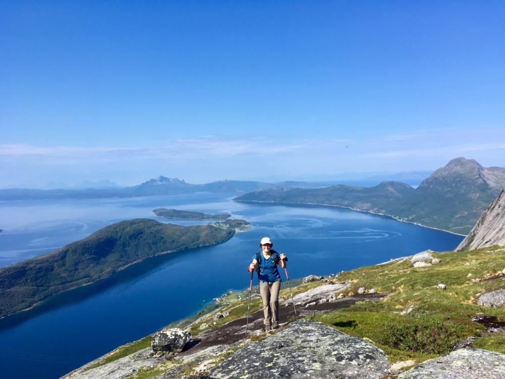 À l'assaut de Kobbenestind, vue sur les fjords. Photo: Anne Pélouas