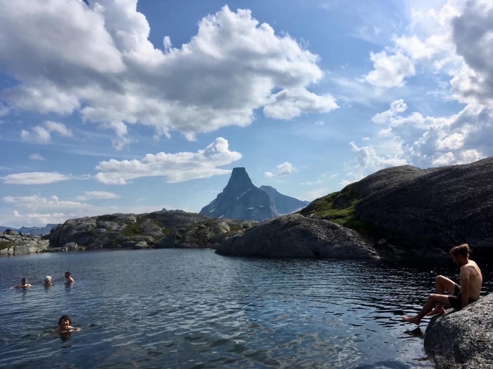 Baignade dans un lac d'altitude. Photo: Anne Pélouas