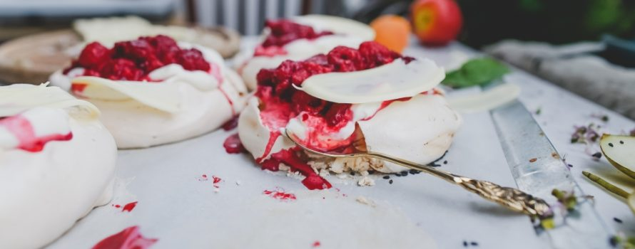 Pavlova, ce dessert à base de meringue, est un des nouveaux mots qui sera inclus dans l'édition 2019 du Petit Robert. Photo: Toa Heftiba, Unsplash