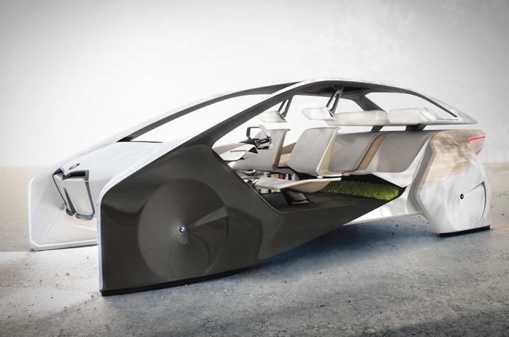 Contrairement aux autres fabricants, BMW n'abandonne pas le volant de la voiture.