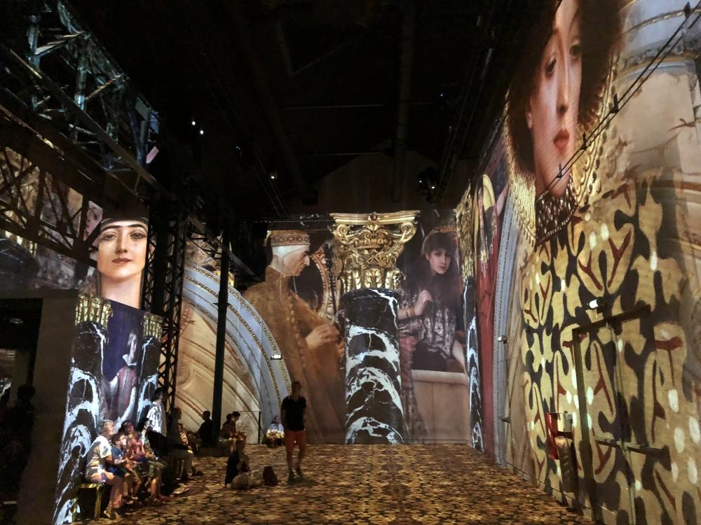 Une visite dans ce centre d'art numérique donne l'impression de se retrouver parmi des tableaux animés. Photo: Marie-Julie Gagnon