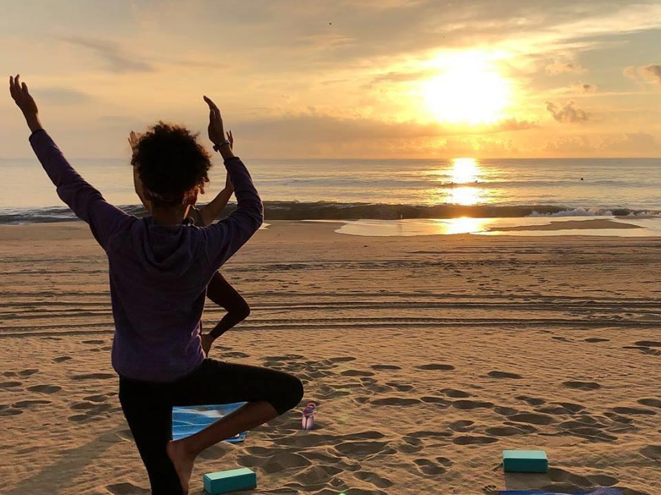 Le coup de coeur de mon séjour? Le cours de yoga privé au lever du soleil sur le sable, à deux pas de mon hôtel, alors que les dauphins nageaient à l'horizon. Un début de journée parfait! Photo: Marie-Julie Gagnon