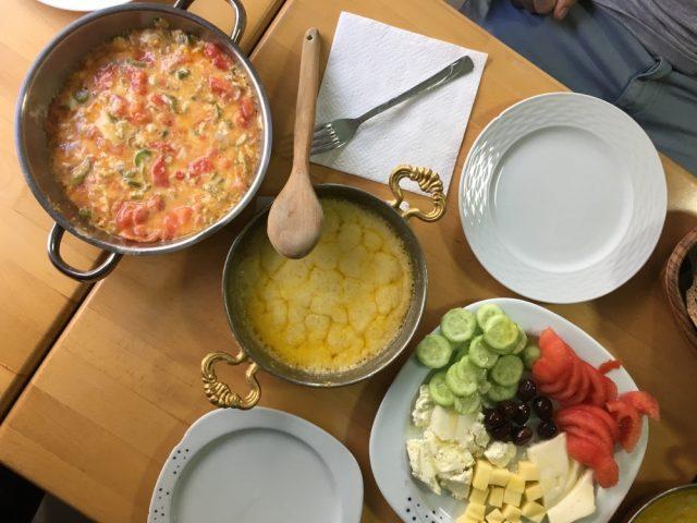 Déjeuner traditionnel. Photo: Véronique Leduc