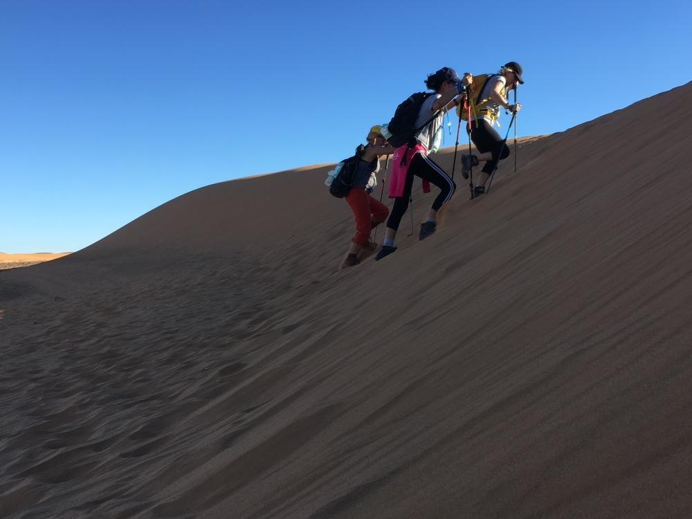 Jour 3, ascension d'une dune. Photo: Véronique Leduc