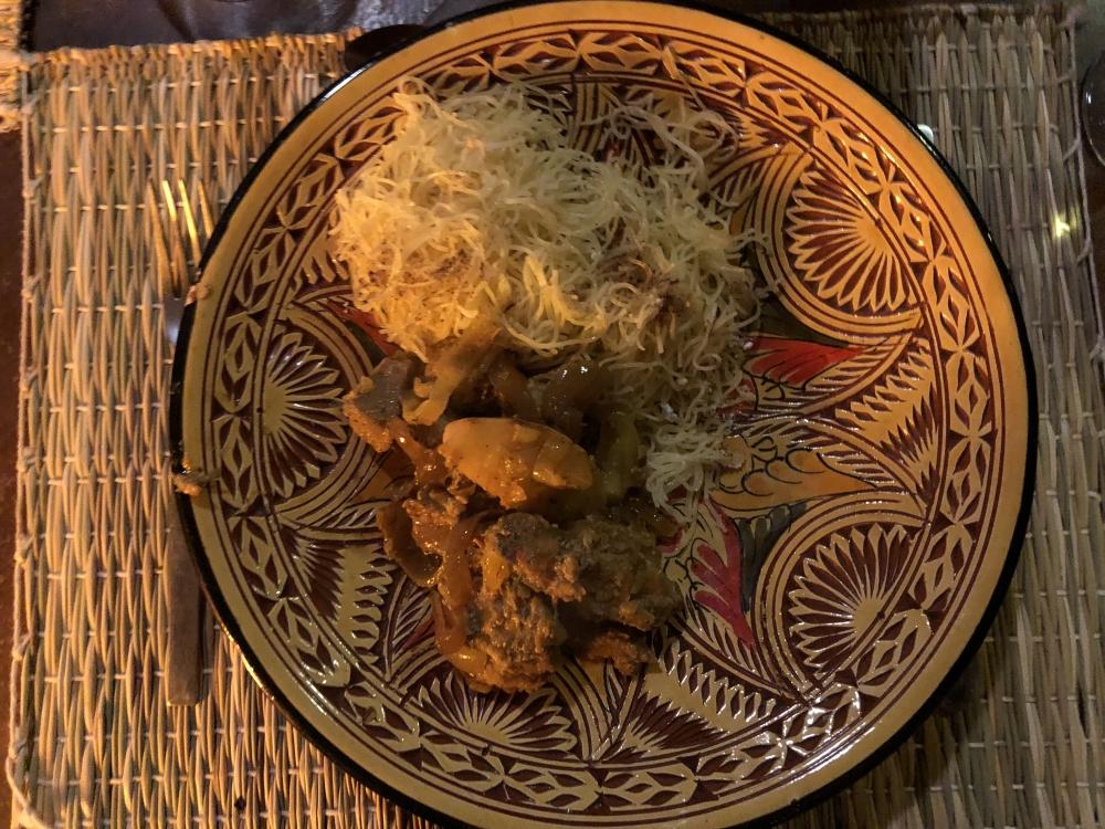 Le seffa aux cheveux d'ange avec des coings; un plat berbère servi lors des grandes occasions. Photo: Marie-Julie Gagnon