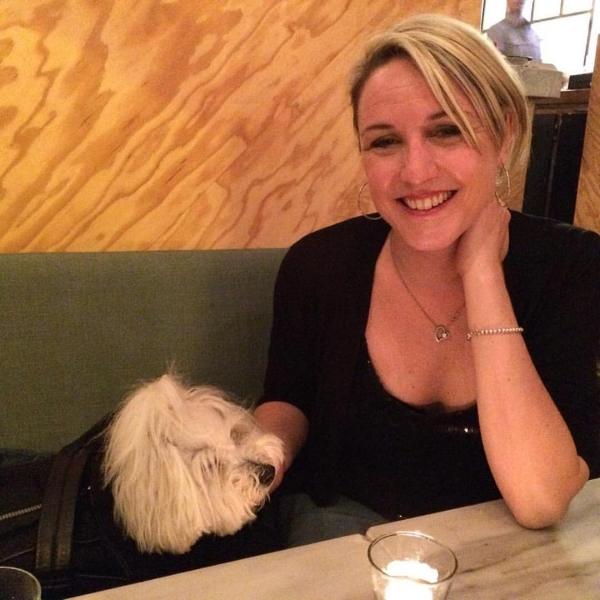 Scarlett et Pascale Lévesque dans un restaurant de Paris.